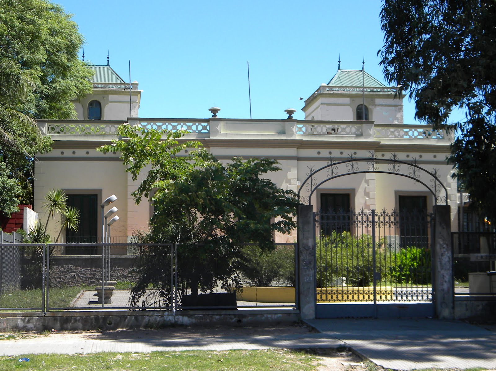 Núcleo sindical del Liceo N° 9 se declara en conflicto y ocupará el centro