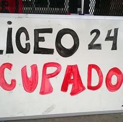 Imágenes de la ocupación del Liceo 24 llevada a cabo por el Núcleo Sindical