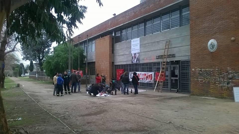 Trabajadores del Liceo N° 40 denuncian carencias y evaluarán continuidad de los cursos