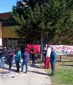Imágenes de la ocupación del Liceo 46 llevada a cabo por su Núcleo Sindical
