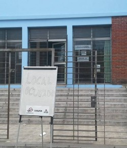 Ocupación e intimación al desalojo del local de elección de horas en el Liceo 68