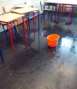 Núcleo Sindical del Liceo 19 denuncia filtraciones en salones, corredores y escaleras
