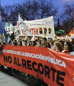 Imágenes de la marcha de gremios y sindicatos contra los recortes en la educación pública