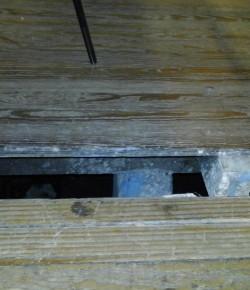 Núcleo Sindical del Liceo 14 reclama reparaciones urgentes en pisos, escaleras, puertas y paredes