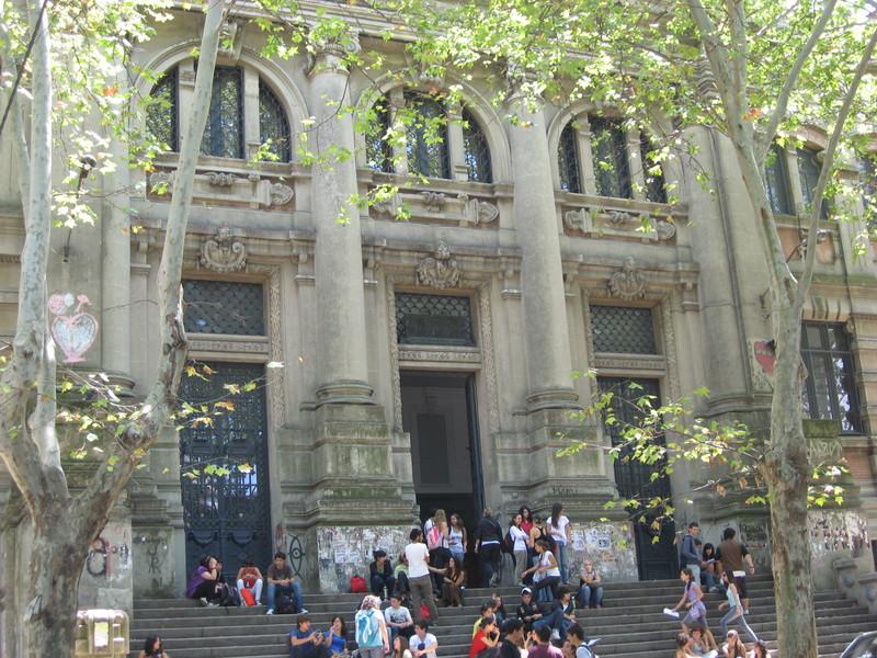 Núcleo sindical del Liceo N° 35 (IAVA) denuncia riesgos para la seguridad física de estudiantes y trabajadores.