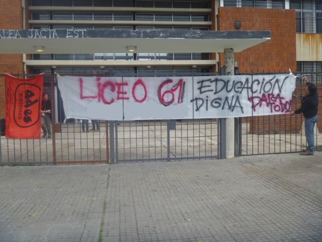 El núcleo sindical del Liceo N° 61 ocupó el centro por condiciones dignas de trabajo y estudio.