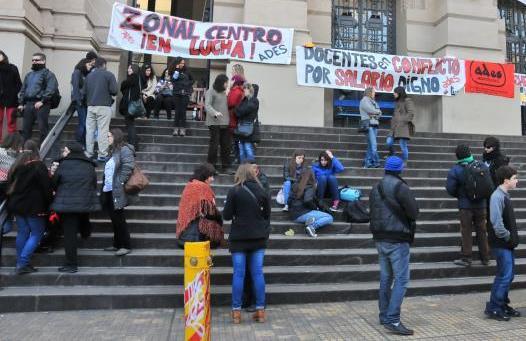 Ante actitud irresponsable del CES, estudiantes y trabajadores del IAVA ocuparán el liceo el día lunes 30 de octubre.