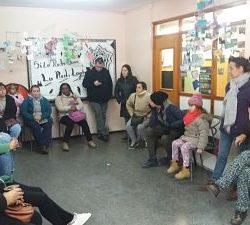 Familias de alumnos del Liceo 18 solicitan presencia de integrantes del CES en local ocupado