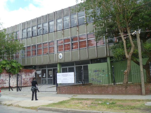 Núcleo Sindical del Liceo N° 13, ante el recorte de grupos y la omisión de las autoridades, ocupará el centro