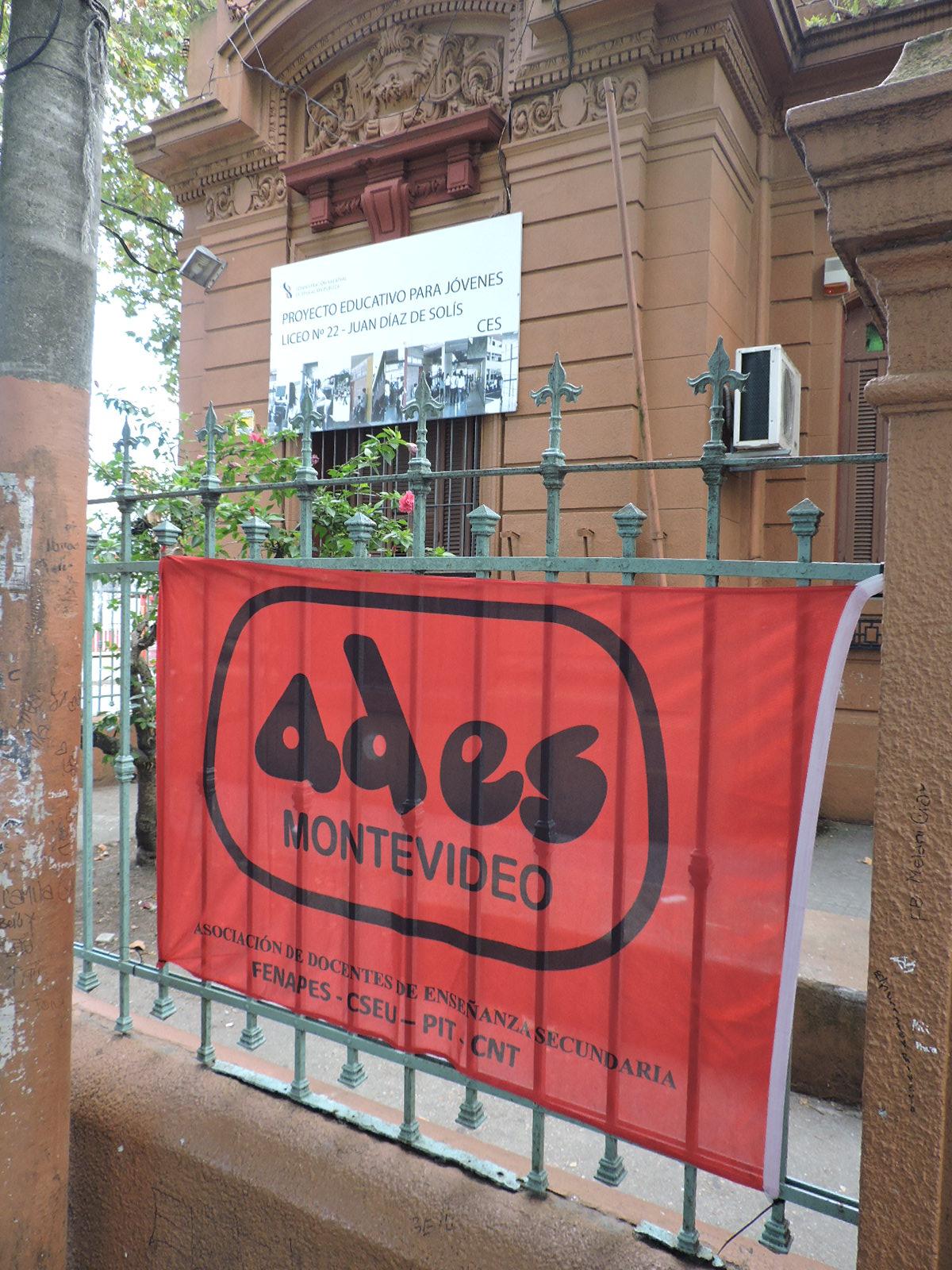 Trabajadores del Liceo N° 22 debieron suspender tareas dada la presencia permanente y cotidiana de roedores y cucarachas