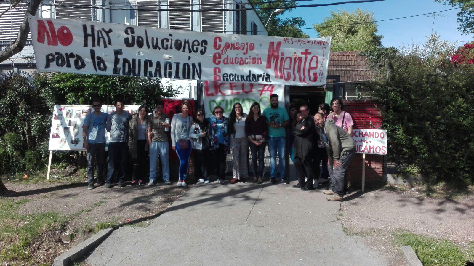 Trabajadores de los Liceos N° 9 y 74 denuncian la actitud del CES al suspender la negociación.
